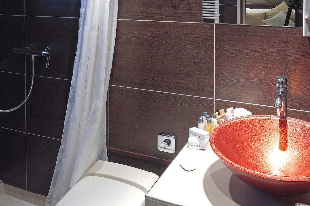 cabin 5 - bath